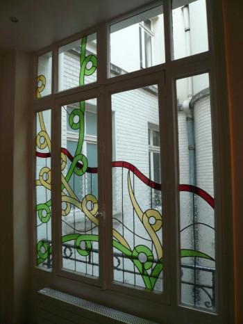 Création de vitraux contemporains sur fenêtre