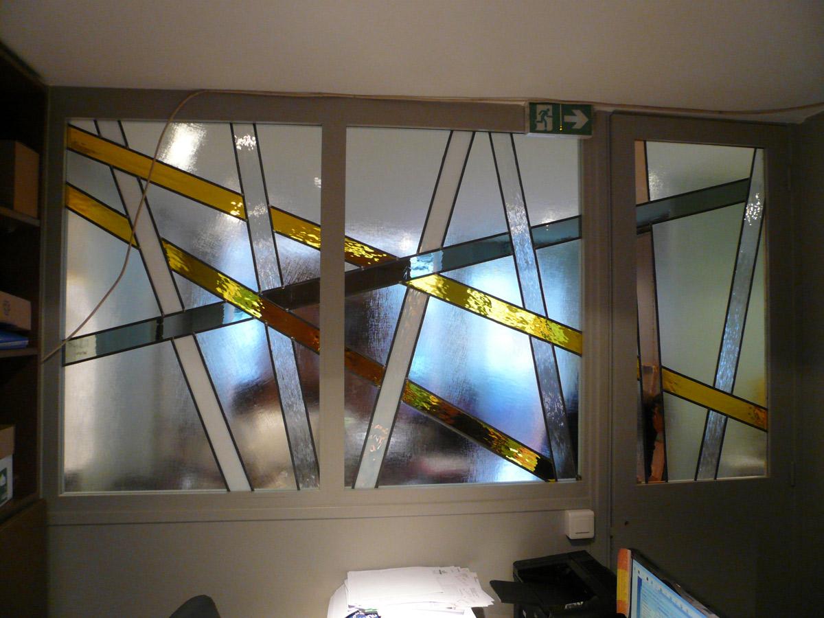 Création de vitraux contemporains sur porte et verrière